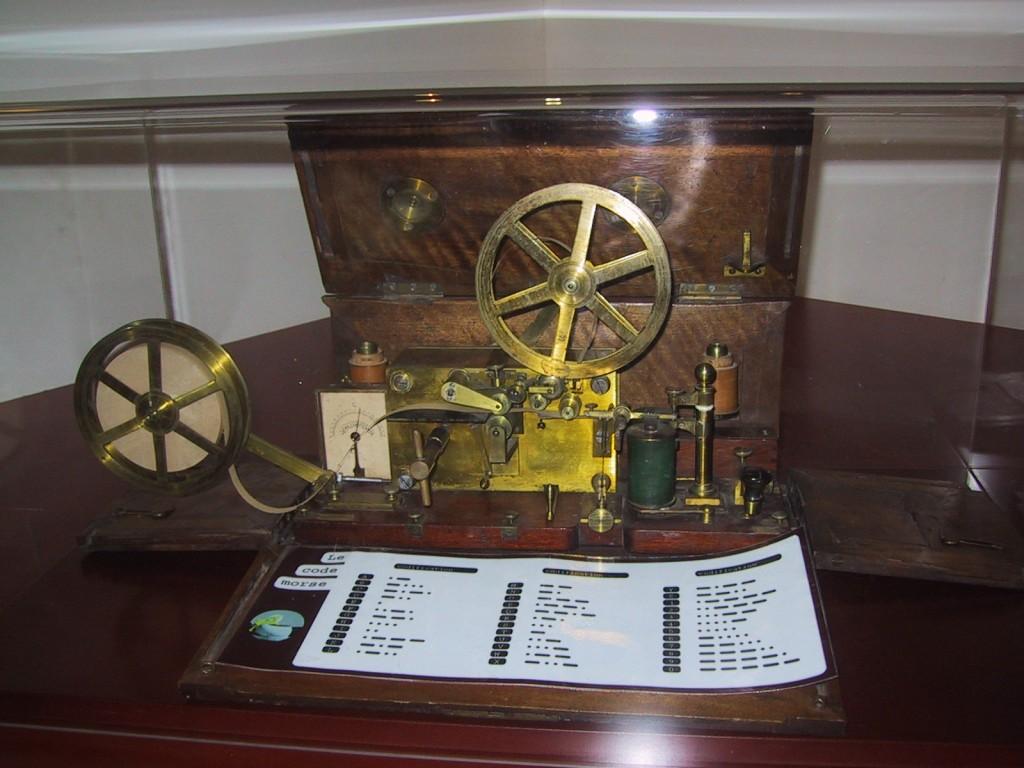 4 Morse_Telegraph_1837